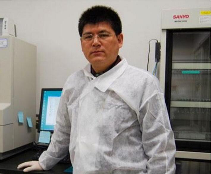 办公室甲醛中毒的教授-任晓峰生前照片